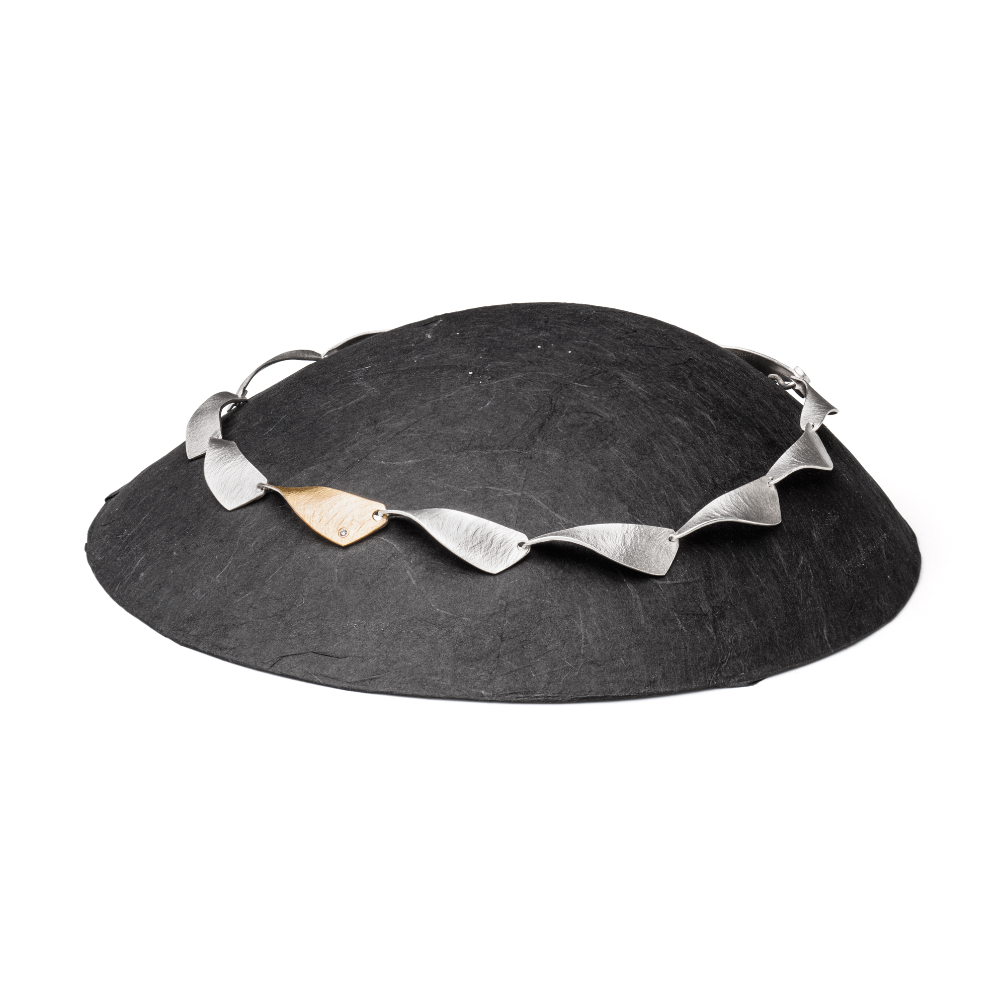 PAPER DISPLAY Necklace black